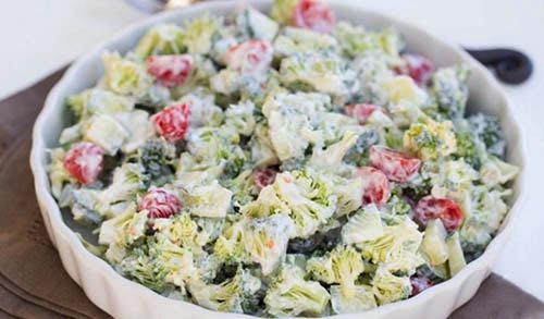 Brokolicový šalát s kyslou smotanou b945cedc4fb